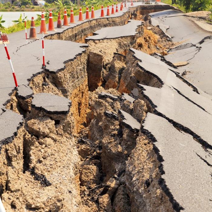 earthquake-roadjpg.jpg